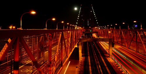 Williamsburg Bridge and de moon by DC4416