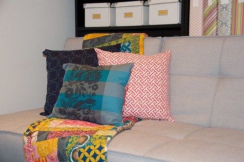 guest room throw pillows