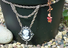 METAL Cameo Necklace - Metal Bow Chain Mail