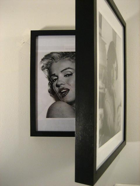 Jackie/Marilyn Frame - half open