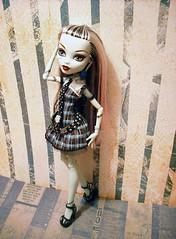 Frankie Loves Stripes 4 (mazouko) Tags: doll dolls mattel frankiestein monsterhigh watzit