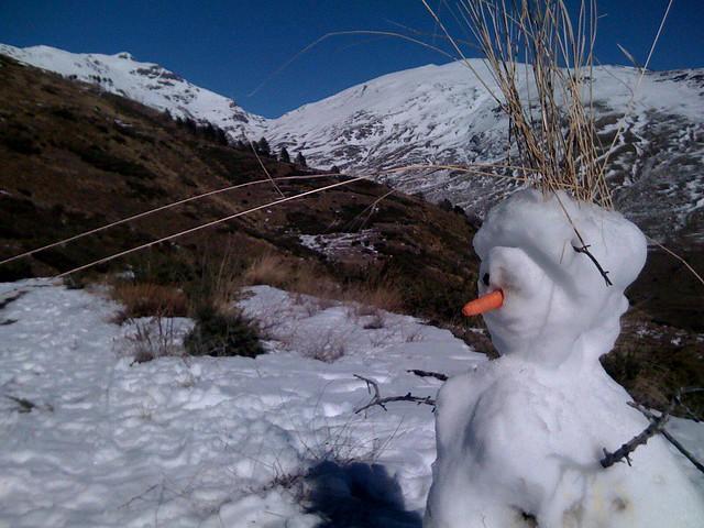 Muñeco de nieve en la sierra de Lanjaron.