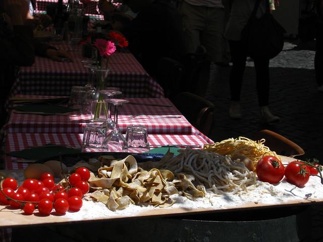 ローマのパスタとトマトのフリー写真素材