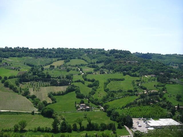オルヴィエート周辺の風景のフリー写真素材