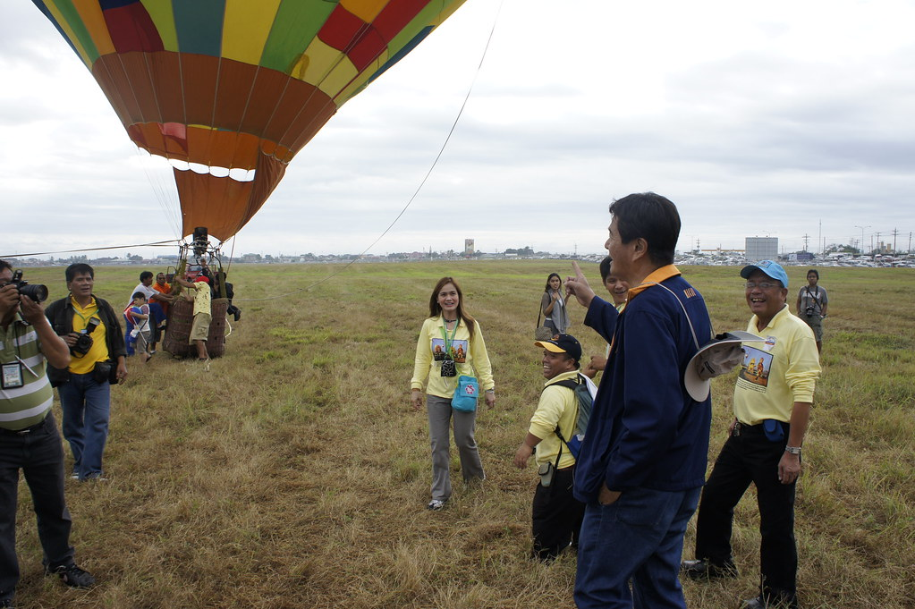 Sec Lim with a hot air balloon