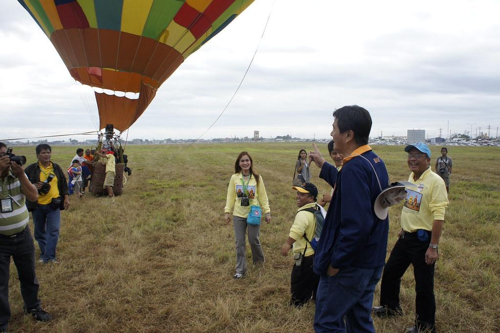 Sec Lim with a hot air balloon