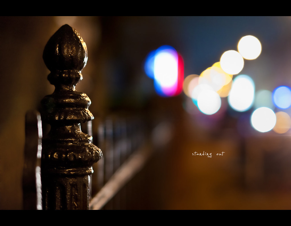 Project 365, Day 197, 197/365, bokeh, fence, fence friday, colours, bokeh bubbles, reflection, fence, pole, Sigma 50mm F1.4 EX DG HSM, 50mm,