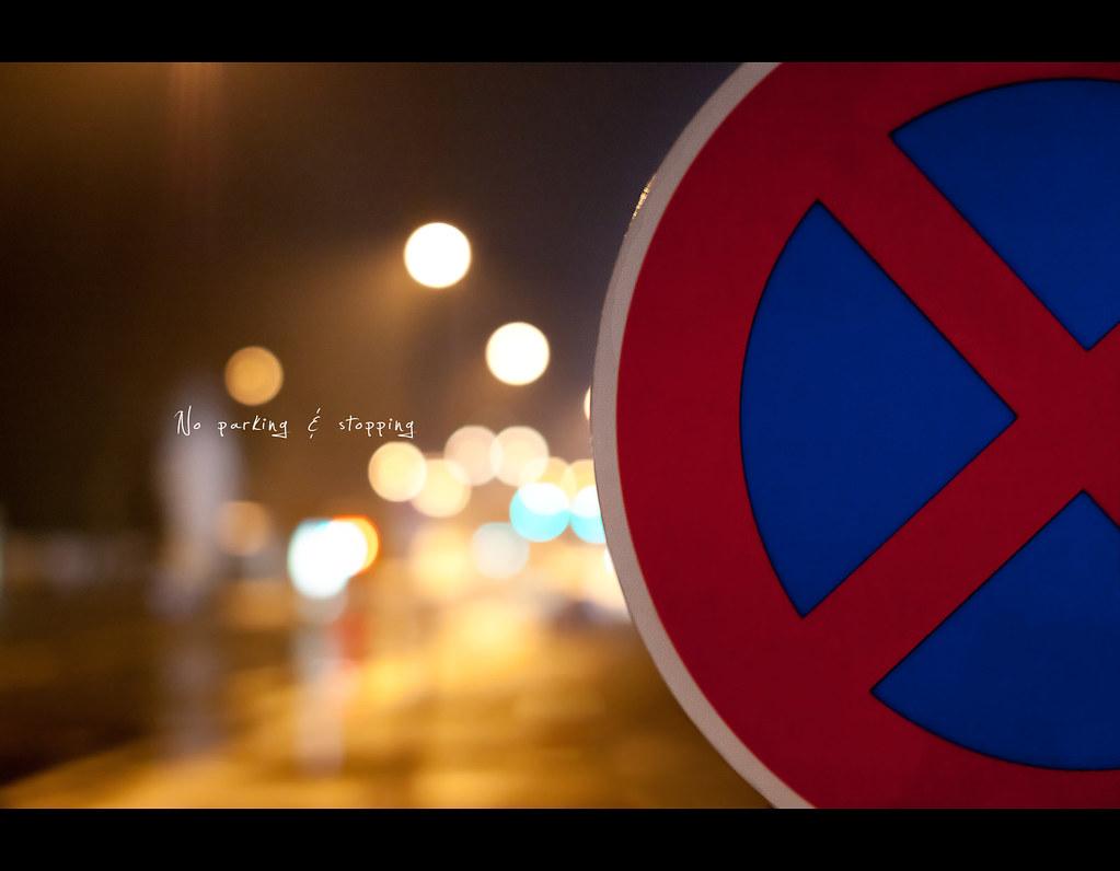 Day 205, 205/365, Project 365, Bokeh, strobist, night, night scene, bokeh balls, bokeh bubbles, Sigma 50mm F1.4 EX DG HSM, 50mm, sign, stopp, parking, red on blue,