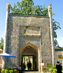 tomb of abakh khoja (Xuan Che) Tags: 2005 china travel summer west architecture gate tomb august mosque oasis xinjiang silkroad kashgar uyghur centralasia canonixus400 islamic abakhkhoja