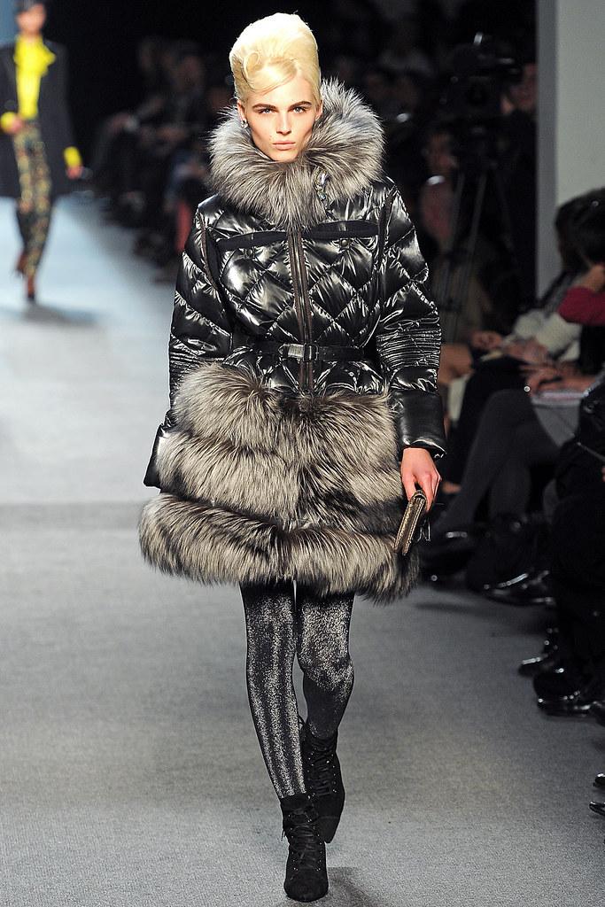 Andrej Pejic3187_FW11_Parris_Jean Paul Gaultier Ready-To-Wear(VOGUEcom)