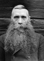 Karl Oskar Lw, Fredhll, Uppland, Sweden (Swedish National Heritage Board) Tags: wood november portrait blackandwhite man beard photo retrato no coat shave suecia 1933 combover peinados riksantikvariembetet doublebreastedjacket theswedishnationalheritageboard karloskarlw