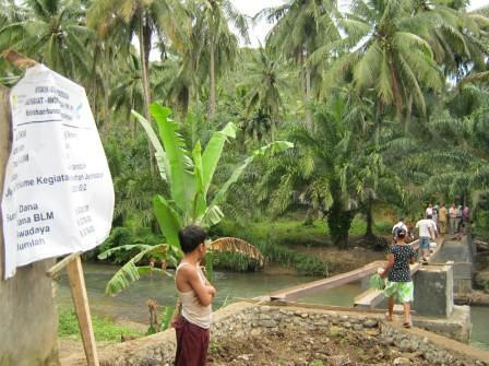 5516997461 5e8e16ac40 Kegiatan Gotong Royong Masyarakat dan Fasiltator di Kel Hanopan P. Sidimpuan