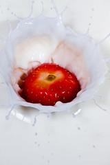 Strawberry Impact ! (Kevin.Grace) Tags: life milk still splash