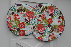 Back of changing pad & play mat (PinkPlease!) Tags: momo reversiblequilt babyplaymat circlequilt modabakeshop babychangingpad justwingit