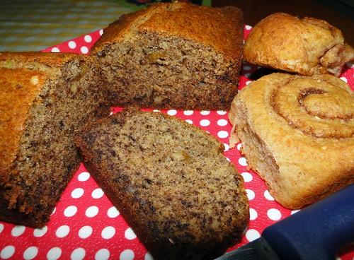 Bolo de caqui e pão integral