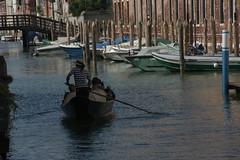 Venezia  gondola (Leandro.C) Tags: venezia veneto gondole laguna barca panorama case imbarcazione acqua persone gondoliere leandroceruti