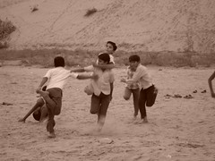 Schoolboys playing in the Rajasthani desert (amazing_tina) Tags: india playing boys sand desert indian young games rajasthan schoolboys