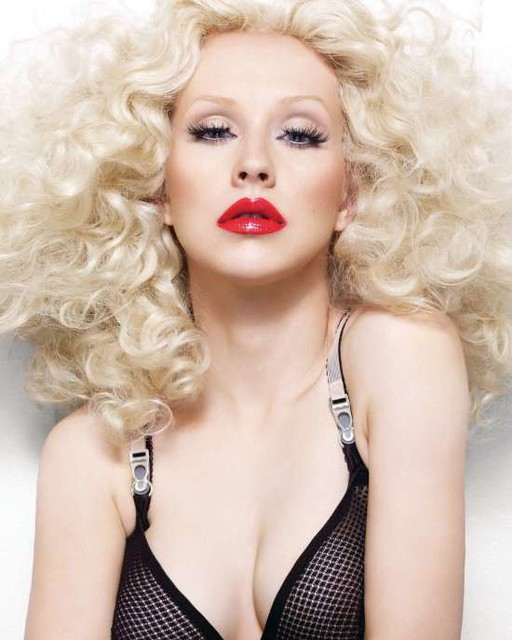 85655_christina_aguilera_bionic_photoshoot_outtakes_3_w550_122_381lo by victoria sobocki