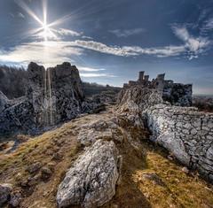 Ogrodzieniec # 4 - vertorama (Mariusz Petelicki) Tags: sun castle ruins hdr soce zamek ruiny ogrodzieniec podzamcze vertorama mariuszpetelicki