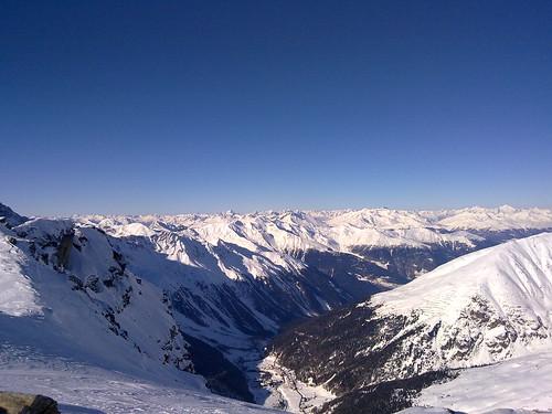 Blick gegen Norden auf Sulden und den Alpenhauptkamm