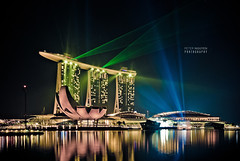 .diamond by the bay ( Peter Nguyen) Tags: light water spectacular performance laser mbs wonderfull marinabaysands