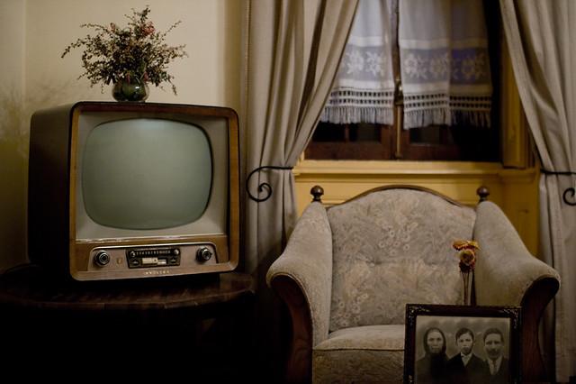 livingroom couch tvset