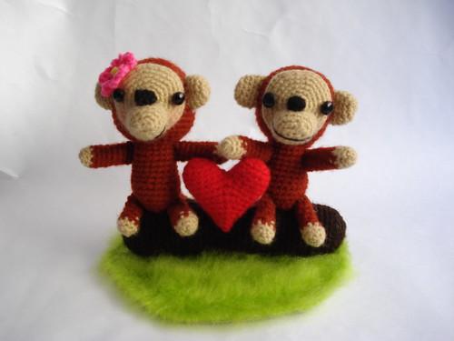 Par de monos enamorados