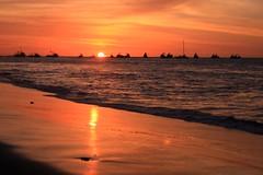 Naranja (Diego Rayaces) Tags: viaje orange sun luz sol peru atardecer mar diego puesta naranja horizonte anochecer mancora reflejos rayaces