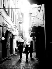 Wandering.. (Lilluzz) Tags: light shadow italy white black dark italia shadows wine ombra ombre bianco nero wandering luce controluce scuro stresa camminare chiaro