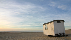 Jessie paints a picture (Paul Beentjes) Tags: sunset sea beach netherlands strand zonsondergang sand cabin nederland noordzee zee northsea zand wijkaanzee strandhuisje mygearandme mygearandmepremium mygearandmebronze mygearandmesilver mygearandmegold trailerbythesea