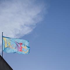 in the wind (Cosimo Matteini) Tags: cosimomatteini ep5 olympus pen mft m43 mzuiko45mmf18 royalfestivalhall southbankcentre lovefestival love london flag marktitchner inthewind