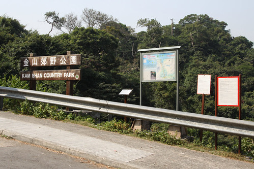 Entry to Kam Shan Country Park from Tai Po Road