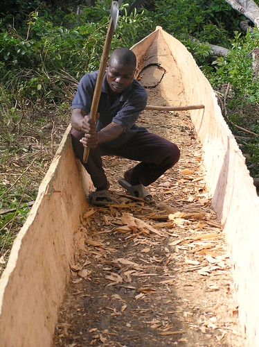 carving out a dugout in Equateur