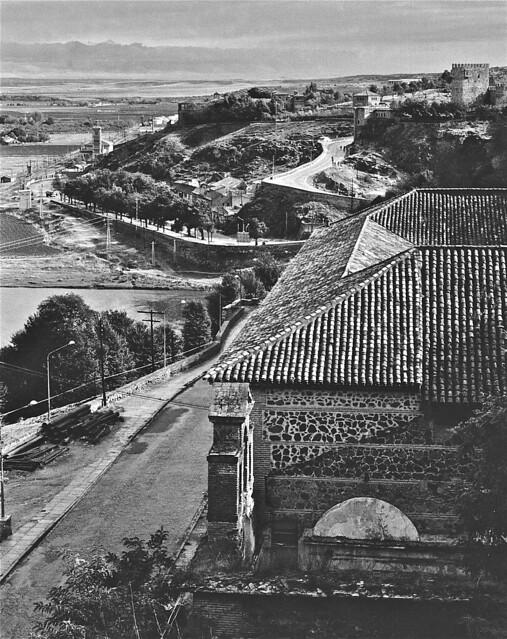 Paseo de la Rosa visto desde la bajada de los Desamaparados o la Alhóndiga en 1967. Fotografía de John Fyfe