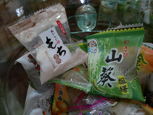 A variety of mochi, including wasabi flavor