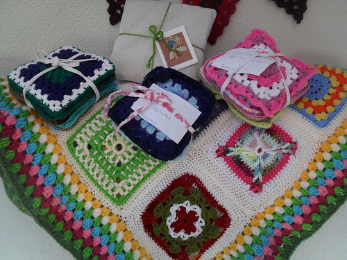 OOh I do love little bundles! Thank you Bonsall (UK) and Pattygloria (Canada)! Your Squares arrived today 'together'.