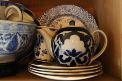 blue & white (omoo) Tags: china newyorkcity art ceramics apartment tea interior westvillage collection di
