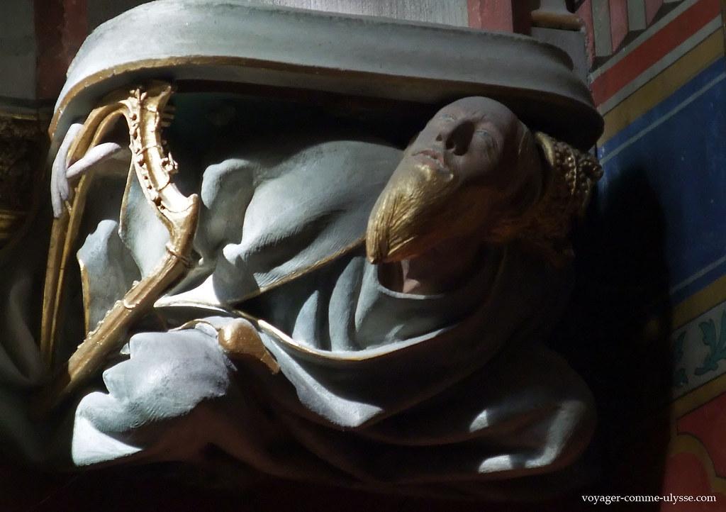 Le roi en perd sa couronne - Décor de la chapelle