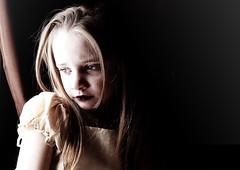 [フリー画像] 人物, 子供, 少女・女の子, 憂鬱, 201102280700