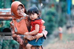 Mother and Daughter (Jon Siegel) Tags: indonesia island nikon village child f14 daughter mother 85mm nikkor indonesian bintan tanjung pinang nikkor85mmf14 tanjungpinang bintanisland d700