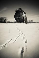 Morton Sphere (L/\\\/RENCE) Tags: blackandwhite minnesota canon tracks orb sphere wierd sciencefiction umorepark 28mmf18usm