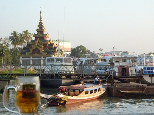 Pathein-En soiree-Port (3)