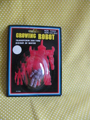 Growing Robot (Retro Mama69) Tags: vintagetoys retrotoys childhoodtoys juguetesnrfb toysmintcondition nrfbtoys dimestoretoys toysinpackage toysmadeinchina toysmadeinjapan growingrobot