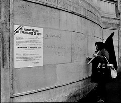 Mutinerie (Kid photo 1979) Tags: white black paris noir minolta hp5 blanc x300 criture manifestation affiche armistice murale spciaux rgimes