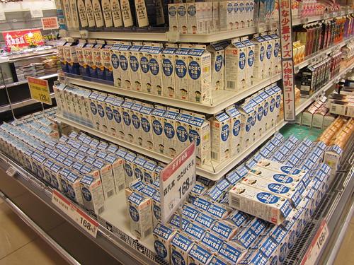 牛乳 at ヨークマート