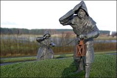 waking (Elly Snel) Tags: ameland eiland island nl dike dijk inspectors wachters sculpture standbeeld dedijkwachters ballumerbocht