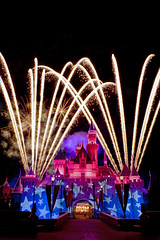 And the Rocket's Red Glare.... (Ring of Fire Hot Sauce 1) Tags: night fireworks disneyland starsandstripes sleepingbeautycastle canont1i