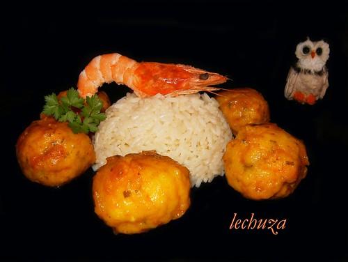 Albondigas de pescado con arroz.