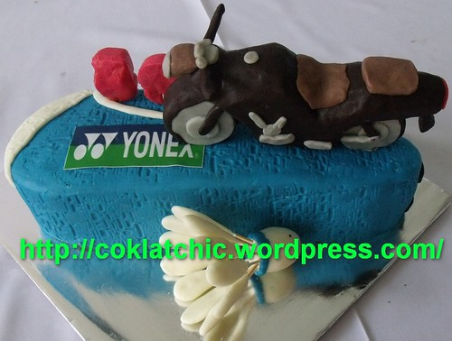 Kue ulang tahun berbentuk motor bajaj pulsar dan badminton – PAPA