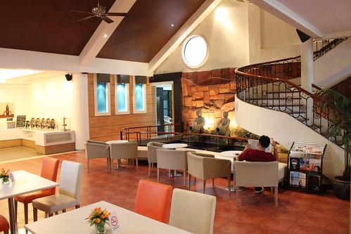 Circle Inn Restaurant and Lobby - 1